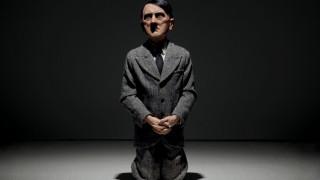 Στην τιμή ρεκόρ των $17,2 εκατομμυρίων δημοπρατήθηκε γλυπτό του γονατιστού Χίτλερ στη Νέα Υόρκη