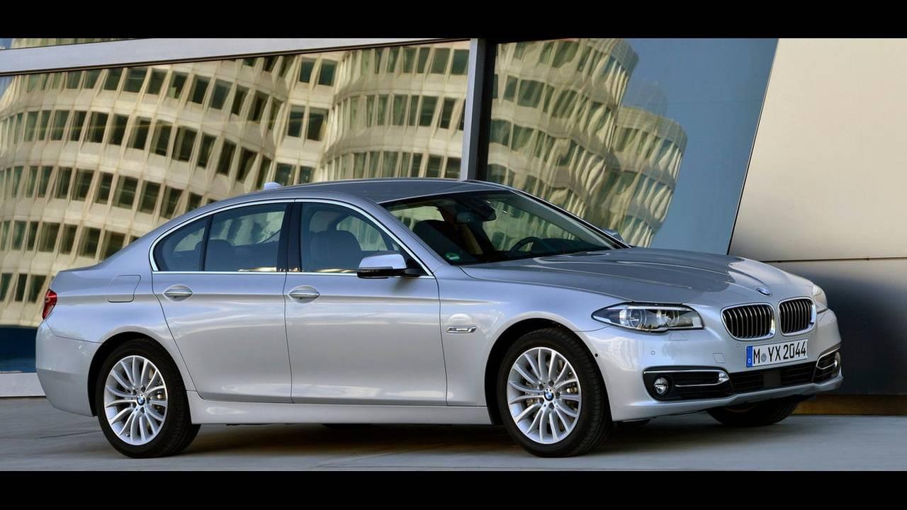 https://cdn.cnngreece.gr/media/news/2016/05/09/31560/photos/snapshot/12-BMW-5-TIM-COOK.jpg