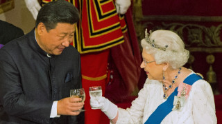 Γκάφα της βασίλισσας Ελισάβετ: Αποκάλεσε αγενείς Κινέζους αξιωματούχους