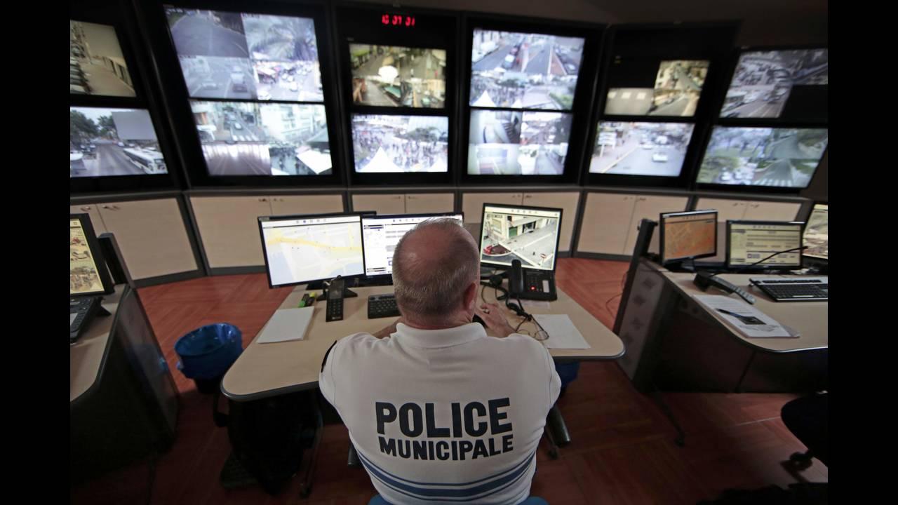 https://cdn.cnngreece.gr/media/news/2016/05/11/31807/photos/snapshot/police.jpg