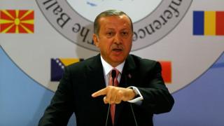 Τουρκία: Ο Ερντογάν αρνείται τη χρήση βίας από τους συνοριοφύλακες