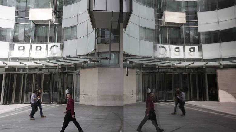 H βρετανική κυβέρνηση σχεδιάζει αλλαγές στο BBC  - Αντιδρά η αντιπολίτευση
