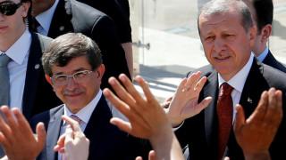 Ο Ερντογάν πάντρεψε την κόρη του με μάρτυρα τον απερχόμενο πρωθυπουργό Νταβούτογλου