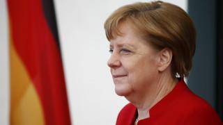 Άγνωστοι άφησαν μια γουρουνοκεφαλή έξω από εκλογικό κέντρο της Μέρκελ