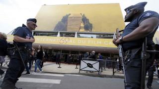 «Αστυνομικοί» προκαλούν πανικό στην Κυανή Ακτή