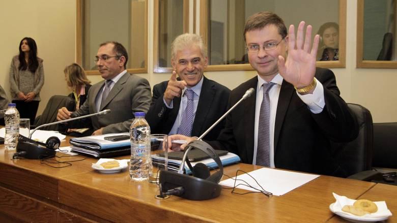 Χαμηλώνει τον πήχη των ελληνικών προσδοκιών για το χρέος ο επίτροπος Ντομπρόφσκις