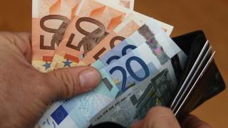 Σύρος πρόσφυγας βρήκε πορτοφόλι γεμάτο χρήματα και πιστωτικές και το παρέδωσε