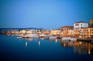 Κρήτη: Είναι νησί που μπορείς να κάνεις διακοπές όλο το χρόνο καθώς έχει ηλιοφάνεια σχεδόν όλο το χρόνο. Έχει αρχαιότητες.