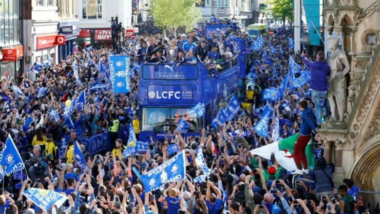 Όλο το Λέστερ γιόρτασε στην παρέλαση των πρωταθλητών Αγγλίας στην πόλη