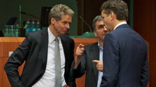 Ανάμεσα σε ΔΝΤ και Ευρωπαίους για το χρέος
