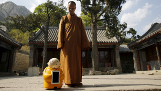 Μοναχός – ρομπότ διδάσκει τον Βουδισμό