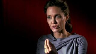 «Να βγάλει το σκασμό». Η Τelegraph επιτίθεται στη Τζολί για την προσφυγική κρίση