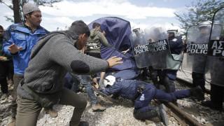 Ομάδα προσφύγων συγκρούστηκε με την αστυνομία στην Ειδομένη
