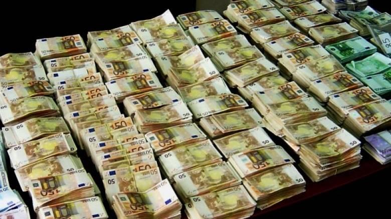 Πρόστιμα σε πολιτικούς και τραπεζίτες με offshore σε φορολογικούς παραδείσους