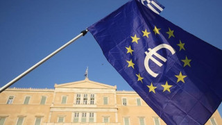 Bloomberg: Η Ευρωζώνη εξετάζει τις δυνατότητες ελάφρυνσης του ελληνικού χρέους