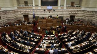 """Πρωτοφανής ένταση στη Βουλή για τους φορείς που """"περνούν"""" στο νέο Υπερταμείο"""