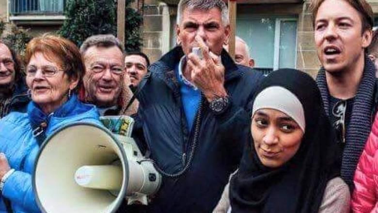 Μουσουλμάνα βγάζει selfies με ακροδεξιούς (pics)!