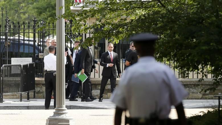 Ενήμερος ο πρόεδρος Ομπάμα για τους πυροβολισμούς στον Λευκό Οίκο
