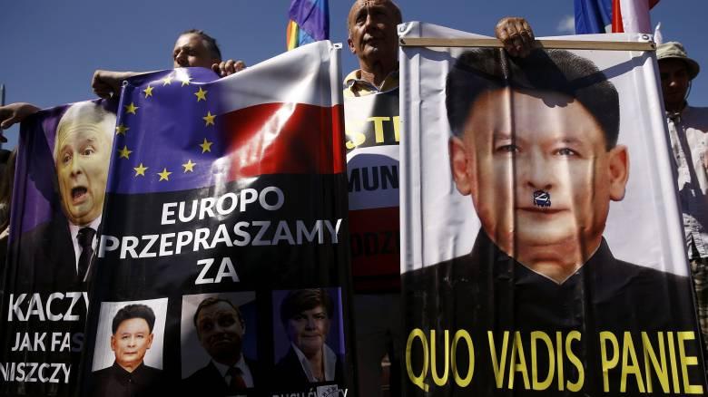 Πολωνία: Υπεγράφη νόμος που απαγορεύει κάθε αναφορά στον κομμουνισμό σε δημόσιους χώρους