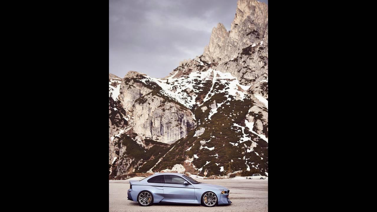 https://cdn.cnngreece.gr/media/news/2016/05/21/33001/photos/snapshot/BMW-2002-HOMMAGE-10.jpg