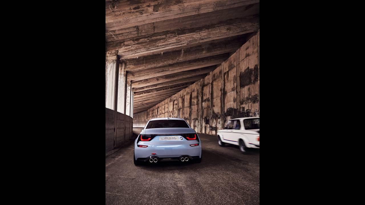 https://cdn.cnngreece.gr/media/news/2016/05/21/33001/photos/snapshot/BMW-2002-HOMMAGE-3.jpg