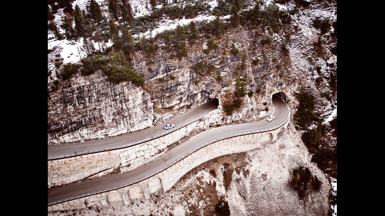 https://cdn.cnngreece.gr/media/news/2016/05/21/33001/photos/snapshot/BMW-2002-HOMMAGE-6.jpg