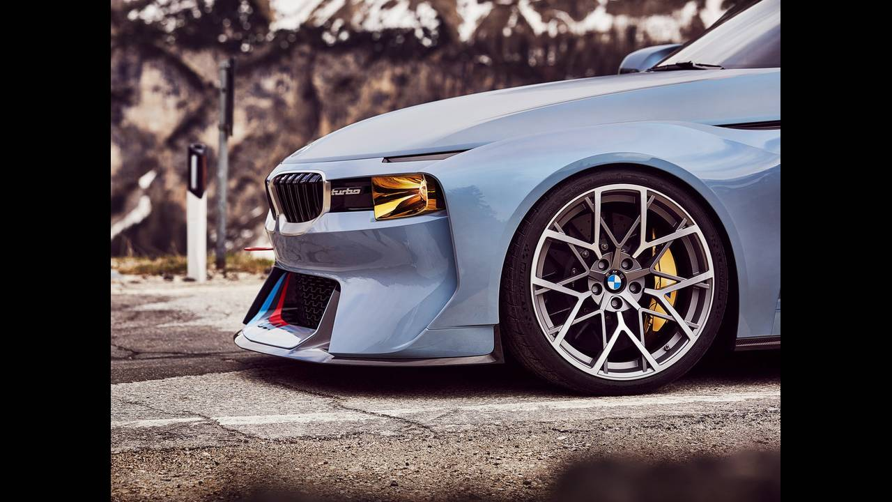 https://cdn.cnngreece.gr/media/news/2016/05/21/33001/photos/snapshot/BMW-2002-HOMMAGE-8.jpg