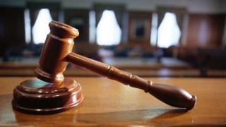 Περίπου 300.000 υποθέσεις παραμένουν εκτός δικαστηρίων