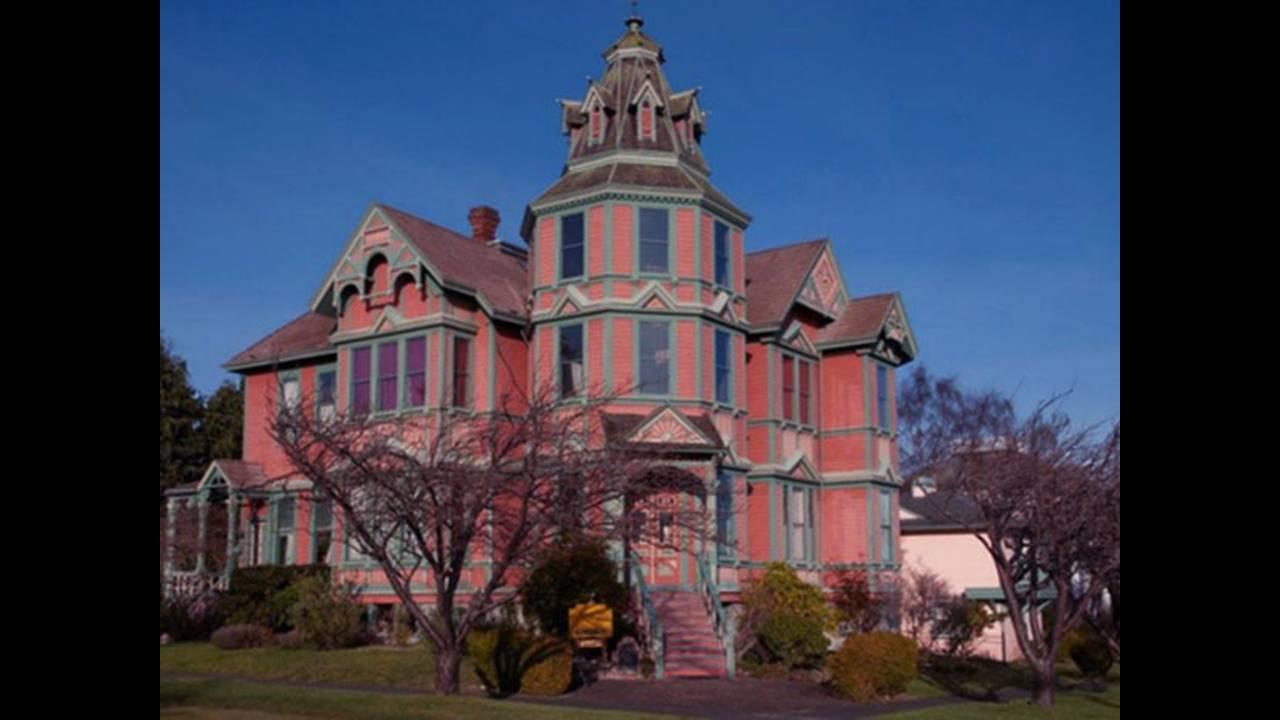 The Ann Starrett Mansion, 744 Clay St, Port Townsend, Washington Κατασκευάστηκε από τον Τζόρτζ Στάρετ (George Starrett) ως απόδειξη για την αθάνατη αγάπη που ένιωθε για την σύζυγό του Ανν. Ένα ανδρικό πνεύμα έχει εντοπιστεί να συνοδεύεται από μία γυναικε