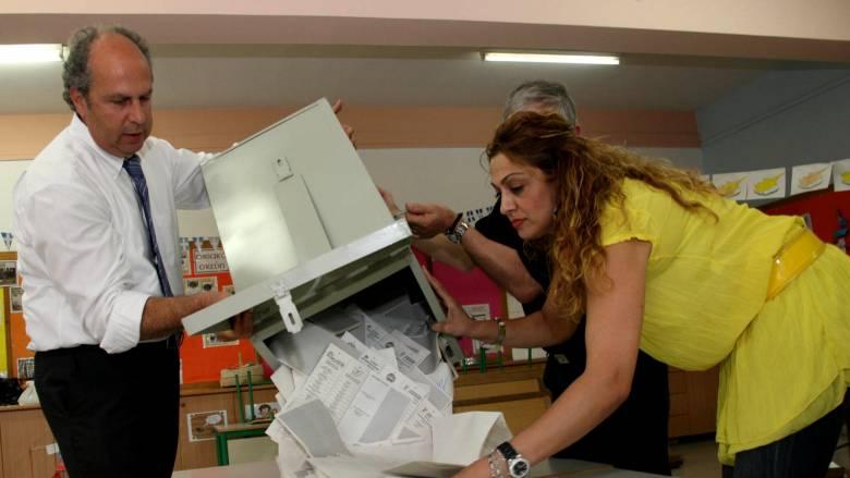 Κύπρος: Προβάδισμα του ΔΗΣΥ δείχνουν τα exit poll
