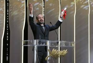Βραβείο Καλύτερου Σεναρίου στον Ασγκάρ Φαραντί για τον Εμποράκο
