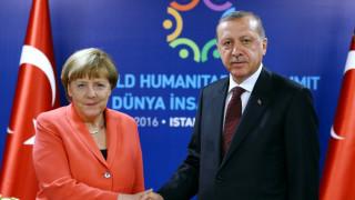 Κριτική από Μέρκελ σε Ερντογάν για την άρση ασυλίας των βουλευτών