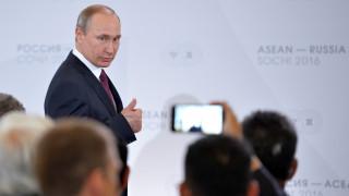 Επικοινωνία Πούτιν με Μέρκελ και Ολάντ για την ουκρανική κρίση