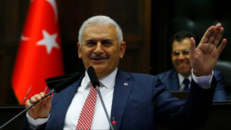 Με κολακείες στον Ερντογάν ξεκίνησε την ομιλία του ο νέος Τούρκος πρωθυπουργός
