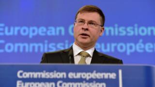 Ντομπρόβσκις: Η ελάφρυνση του ελληνικού χρέους θα εξεταστεί στο σημερινό Eurogroup