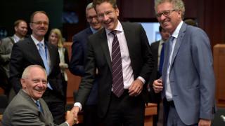 Eurogroup: Εκταμίευση 10,3 δισ. με ΔΝΤ εντός και αλλαγές σε μέτρα –Για το 2018 παραπέμπεται το χρέος