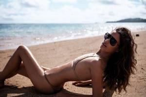 Η Lisa Olsen μια άλλη Μπρουκ Σιλντς στο Kauai της Χαβάη