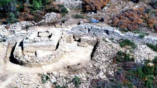 Ο αρχαιολόγος που βρήκε τον τάφο του Αριστοτέλη μιλά στο CNN Greece (pics)