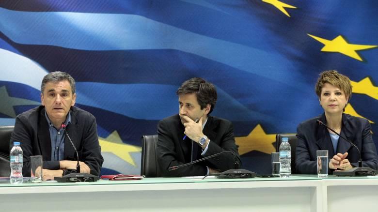 Η κυβέρνηση αφήνει πίσω τους συμβιβασμούς του Eurogroup και κοιτά την επόμενη μέρα