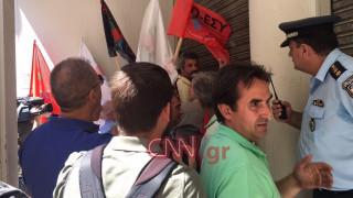 Ένταση στο υπουργείο Υγείας - Νοσηλευτές επιχείρησαν να εισβάλουν μέσα