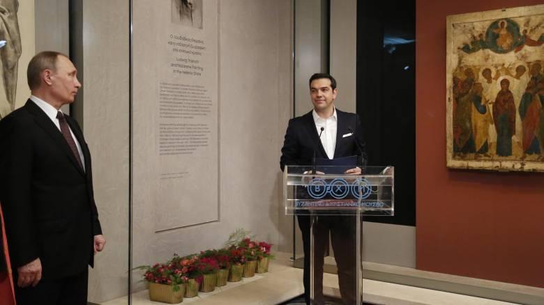 Θαυμασμός Πούτιν για τα εκθέματα στο Βυζαντινό Μουσείο
