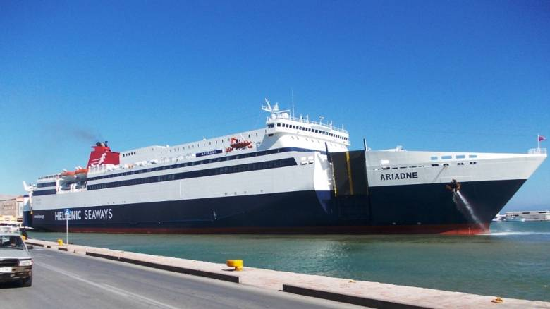 Πειραιάς: Πλοίο προσέκρουσε σε προβλήτα