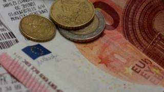 Σε λίγες μέρες οι ανατιμήσεις σε προϊόντα και υπηρεσίες από την αύξηση του ΦΠΑ