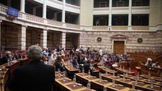 Ρύθμιση του πολυνομοσχεδίου επιτρέπει offshore για πολιτικά πρόσωπα
