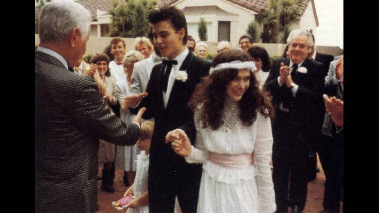 1983 — 1985, Λόρι Άν Άλισον. Ο Τζόνι Ντεπ είχε παντρευτεί στα 20 του την μέικ απ άρτιστ, Άλισον. Ήταν μόλις 20.