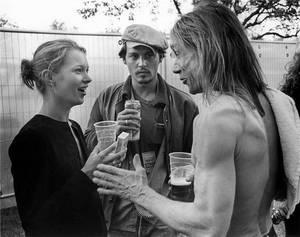 1994 — 1998, Κέιτ Μος. Οι ιστορίες πάθους και σπασμένων δωματίων σε ξενοδοχεία για να ζήσουν τον έρωτα στο απόγειο του ήταν τακτικές στον τύπο της εποχής. Βουτηγμένοι στις καταχρήσεις, οι Ντεπ και Μος άφησαν ιστορία για το ροκ τρόπο που έζησαν τον έρωτα τ
