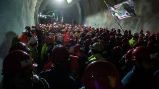 Εγκαινιάζεται στην Ελβετία η μεγαλύτερη σιδηροδρομική σήραγγα του κόσμου