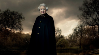 To Vanity Fair γιορτάζει τα 90 χρόνια μοναρχίας της Ελισάβετ Β'