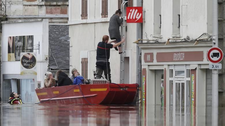 Μια νεκρή από τις πλημμύρες στη Γαλλία - Ξεχείλισε ο Σηκουάνας
