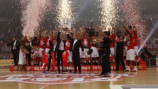 Στο ΣΕΦ έγινε η στέψη του Ολυμπιακού για την κατάκτηση του πρωταθλήματος μπάσκετ